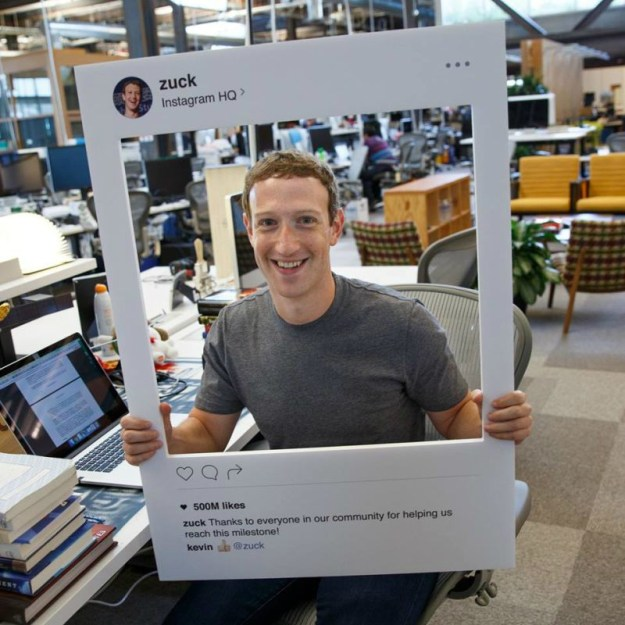 mark-zuckerberg-tapes-macbook-camera-mic